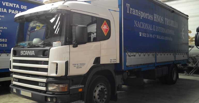 Camión 6000kg de carga útil, 7 metros de caja, trampilla elevadora