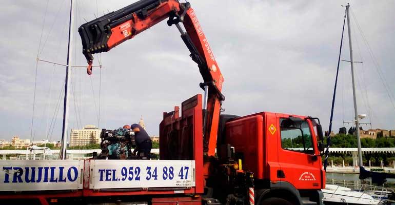 Camion pluma,10000kg de carga util, 7,5 metros de caja, rampa para vehículos